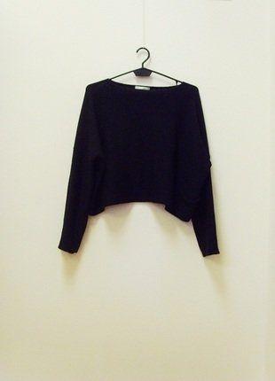 Kup mój przedmiot na #vintedpl http://www.vinted.pl/damska-odziez/swetry-z-dzianiny/17763805-wymiana-50-zl-sarah-pacini-sweter-crop-oversize-czarny-36