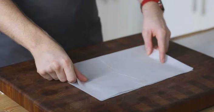 Kreat�vny DIY n�pad s n�vodom krok za krokom ako vystla� kruhov� formu na pe�enie. Papier na pe�enie do akejko�vek kruhovej formy bez pou�itia kru�idla
