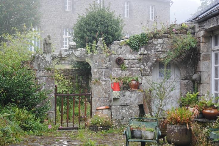 Jardin Breton, Locronan, Finistère, France.