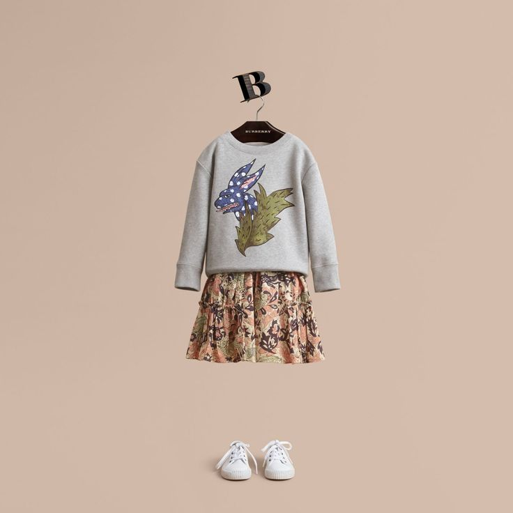A cotton jersey sweatshirt reimagined with a printed and embroidered motif from the Burberry Beasts collection. Pair with her favourite patterned dress or skirt for a modern print-clash look.