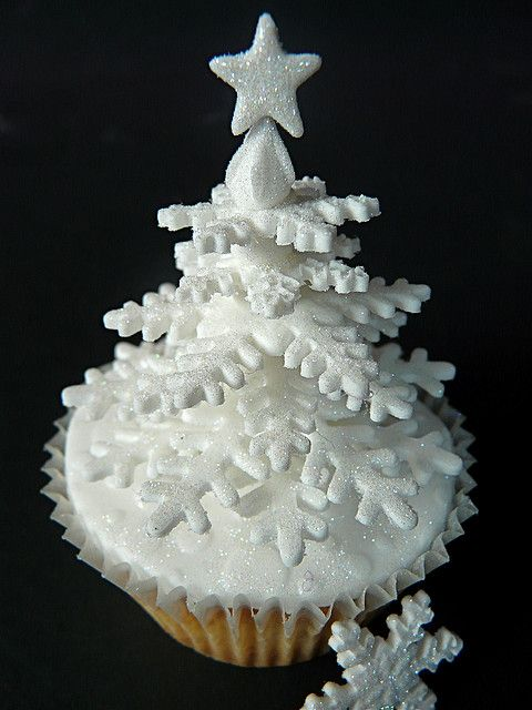 Snowflake tree cupcake.