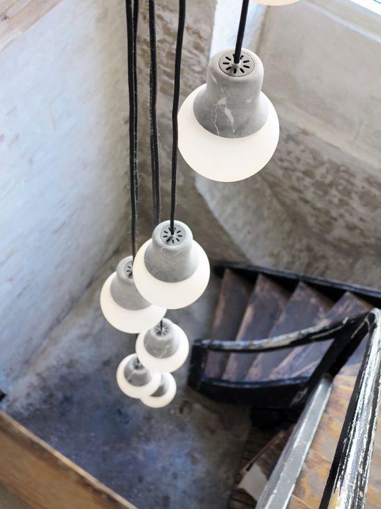 Glass, concrete. For tall spaces. Descende luminaire d'ampoules parfaitement adaptée dans une version loft avec hauteur de plafond conséquente