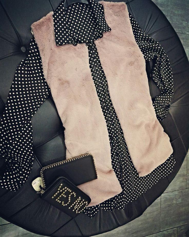 ✨News✨ News ✨ Il colore tra il rosa pallido e il cipria è l'ultima tentazione da osare su abiti e accessori. Semplicemente  Irresistibile 😍 💗#duettoabbigliamento💗