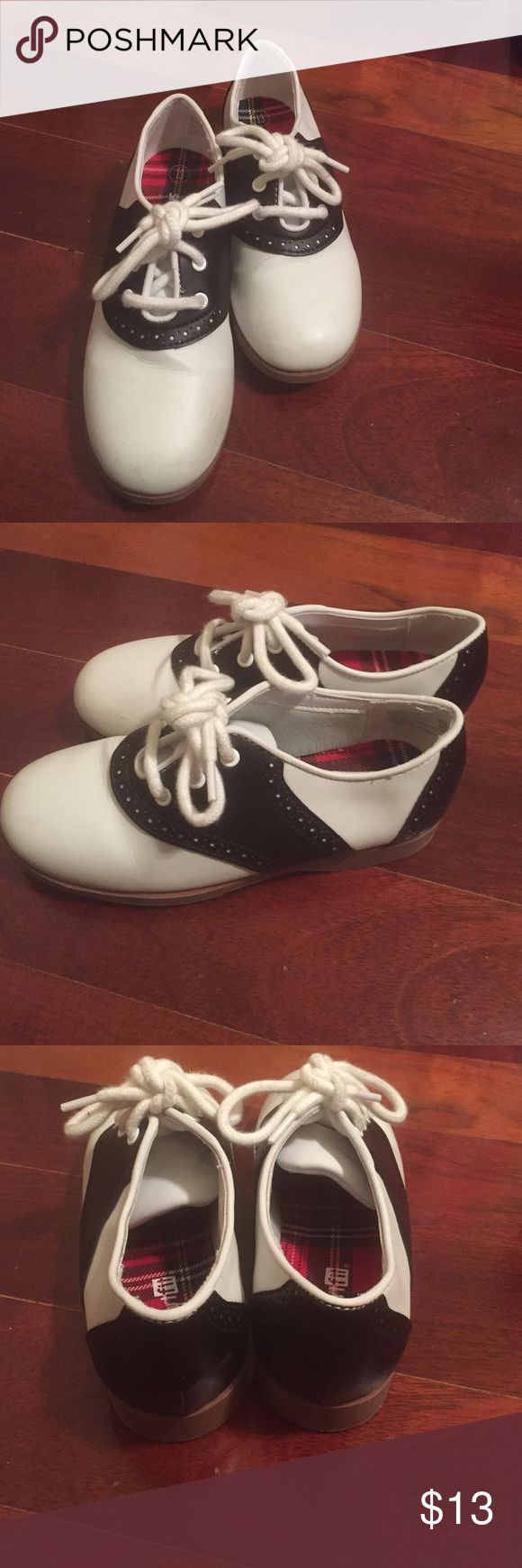 Early BFS🎉Smartfit Saddle Oxfords Excellent Cond. Smartfit Saddle Oxfords Excellent Condition worn 2x for a singing performance shows smartfit Shoes Sneakers