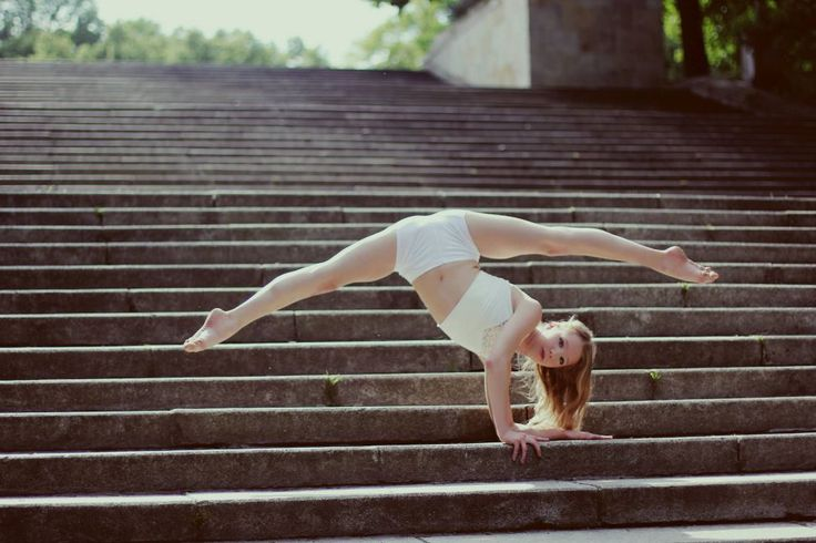 Art Dance Complex to miejsce tworzone dla tancerzy. Wśród trenerów są absolwenci szkół baletowych, wyższych akademii o kierunkach taneczno-choreograficznych oraz uczestnicy i finaliści programów rozrywkowych, takich jak: You Can Dance Po Prostu Tańcz czy Got To Dance Tylko Taniec.