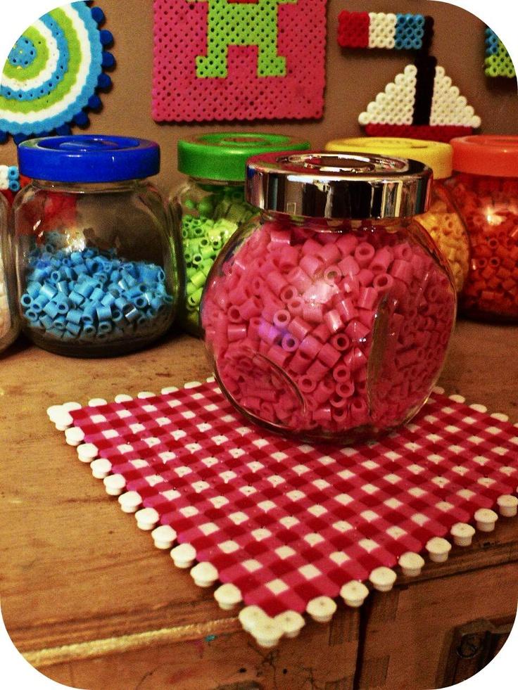 Trivet hama perler by Isabelle Kessedjian.