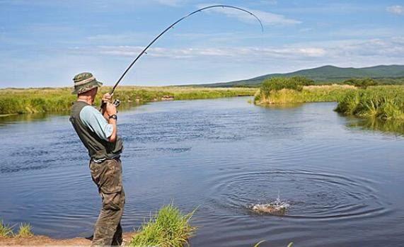 Необходимые компоненты мастерства рыболова   Часто среди рыбаков слышать главное знать где ловить рыбу. Однако найти места стоянок и жировки рыбы - еще не все. Надо уметь ловить рыбу, знать технику ловли, а также какой снастью лучше пользоваться. Данная статья в большей степени предназначена для начинающих, а именно для того, чтобы те, кто только начинает свой рыболовный путь смогли сориентироваться в многогранном рыбацкой мире.   Ловля поплавочной удочкой и в проводку на глубине более 4 м…