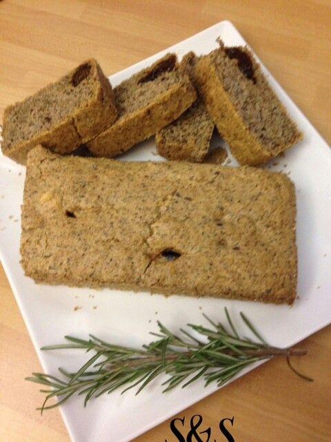 Plumcake salato con farina di grano saraceno, prugne secche e noci.gluten free