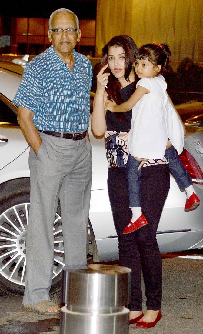 Aishwarya Rai Bachchan with her dad and daughter Aaradhya at the Mumbai airport. #Bollywood #Fashion #Style #Beauty