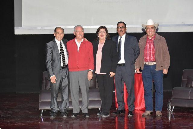 Ante un lleno total del Teatro Centauro, se llevó a cabo la presentación del Libro ¨Maximiliano Silerio Esparza, El Águila, La Roca y...