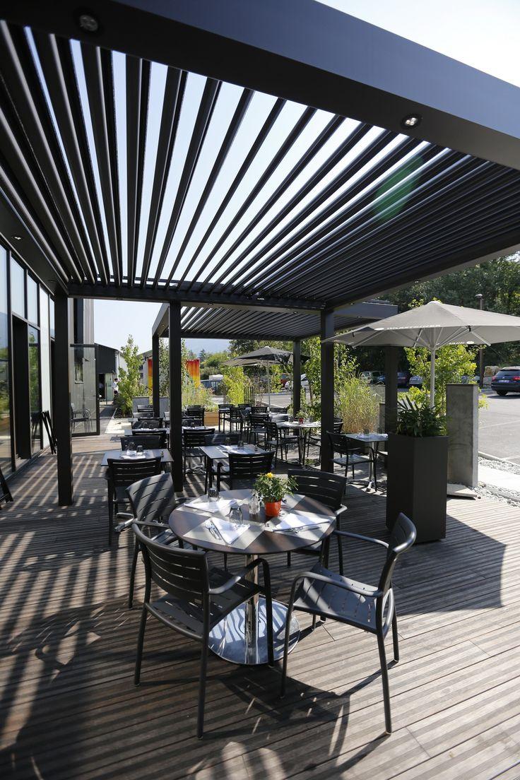 Le #BcomBrasserie et ses petites structures BIO-climatiques Biossun permettant la ventilation naturelle de sa terrasse.