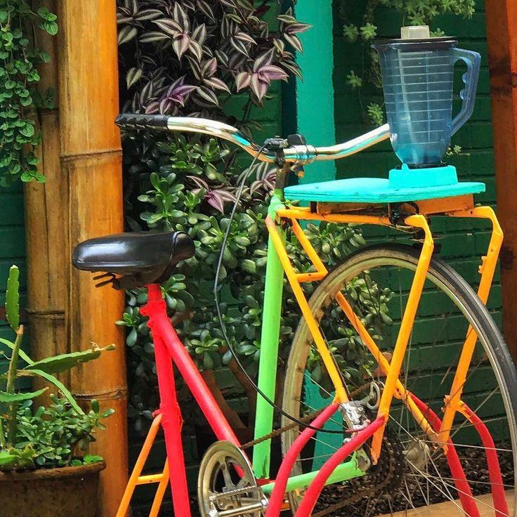 Pedalee por su licuado de frutas. Restaurante orgánico Pitaya zona viva Guate. #PostalesGT #Retoinstagrampl #QuePeladoGuate #Prensa_libre #Guatemala #mundochapin #milugarfavoritopl #picoftheday #perhapsyouneedalittleguatemala #guatevision_tv #gtmagica #visitGuatemala #QuebonitaGuate #natgeotravel #natgeo #photooftheday #pictureoftheday #fotodeldia #ecology #bicicleta #bikepacking #bikelife #ecologic #naturalproducts #pitaya