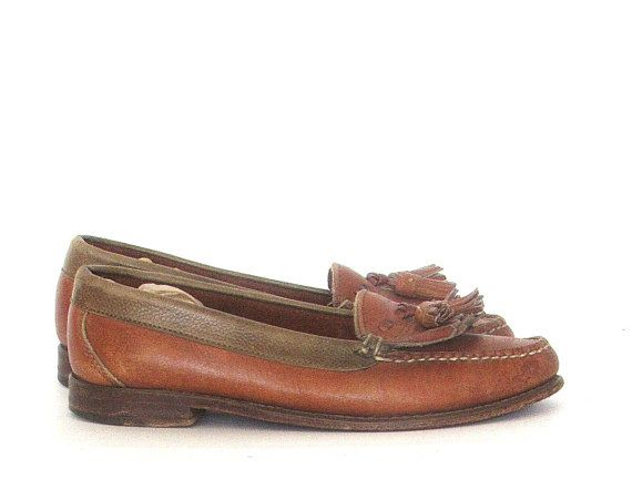 Vintage Cole Haan womens leather loafers. tassel -kilt moccasin style  loafers!