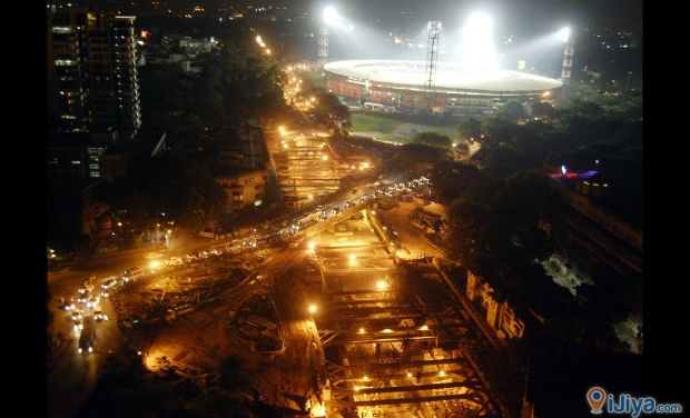 The M.Chinnaswamy stadium, Banglore in flood lights. @ http://ijiya.com/8236828