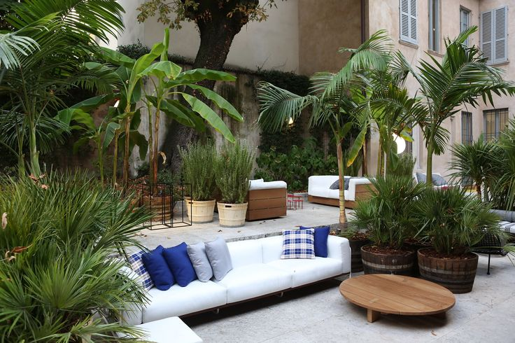 Elle Decor Grand Hotel, outdoor Filo sofa by Piero Lissoni