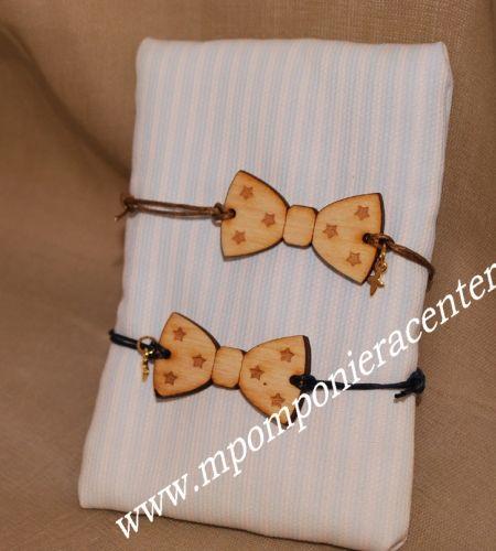 Μαρτυρικό παπιγιόν βραχιόλι ξύλινο με χάραξη αστεράκια με χρυσό σταυρό