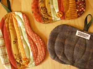 Autumn pumpkins and squash potholders.  I think this would be a perfect gift accompaniment to a pumpkin pie or pumpkin spiced coffee as a housewarming gift!