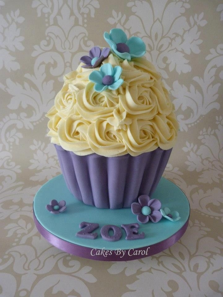 Jumbo Cake Decorating Tips : 17 Best images about Jumbo cupcake ideas on Pinterest ...