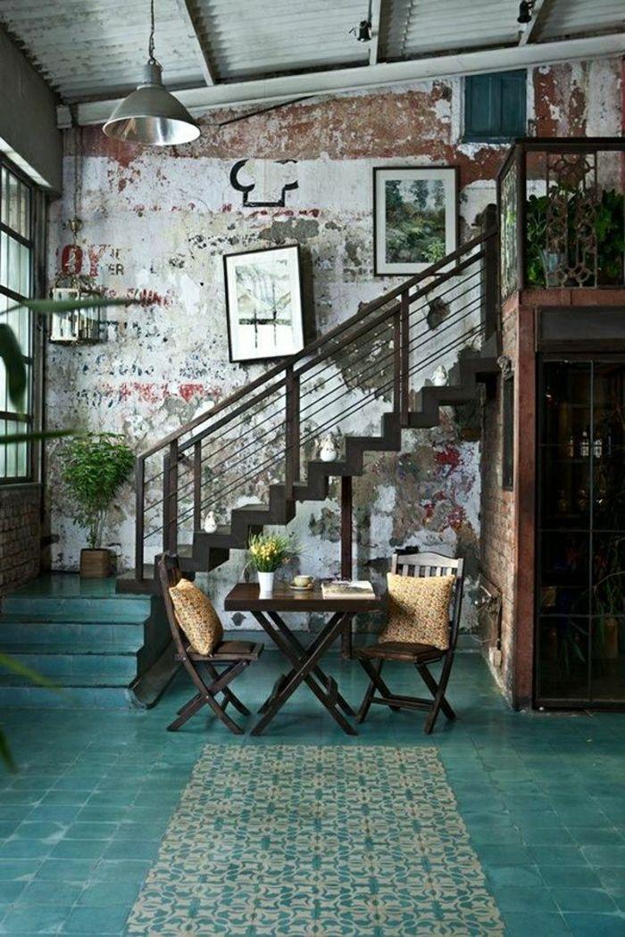 couleur turquoise pour votre aménagement moderne, escalier industriel, mur de briques