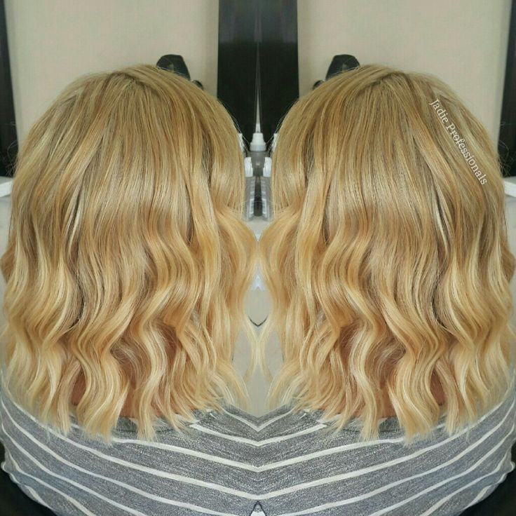 Another lob cut and a warm blonde colour ! I love working on blonde hair so much! Gotta love me some good textured waves too!