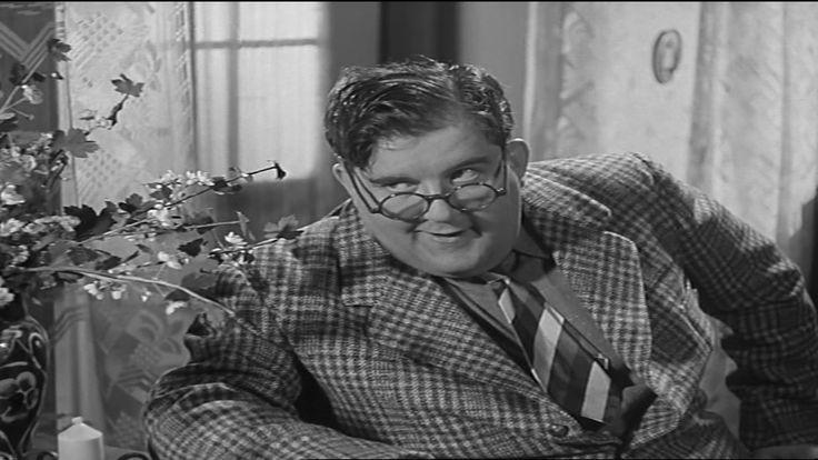 som Doktor Berg, i Pas på svinget i Solby fra 1940.