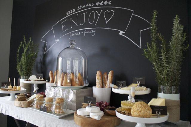 Buffet de fromage pour un anniversaire de mariage avec une d coration style b - Decoration pour buffet ...