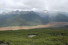 """El Parque Karukinka es un parque natural privado situado en La Isla Grande de Tierra del Fuego, Chile. El parque promueve un nuevo modelo para la conservación de la biodiversidad, el cual es impulsado por la ONG internacional Wildlife Conservation Society (WCS) quien es propietaria y ejerce la administración de esta reserva natural. El pueblo indígena de la Isla de Tierra del Fuego fueron los Selk'nam los cuales llamaban a su tierra """"Karukinka"""".Chile"""
