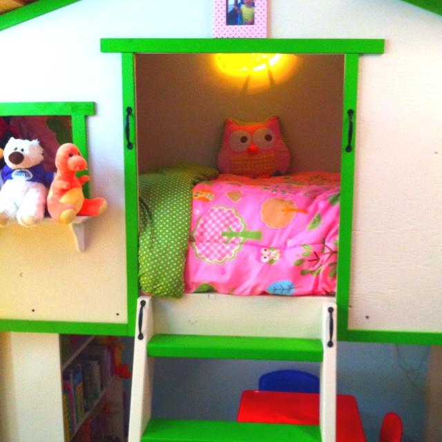 Toddler tree house bed diy pinterest tree houses for Treehouse toddler bed