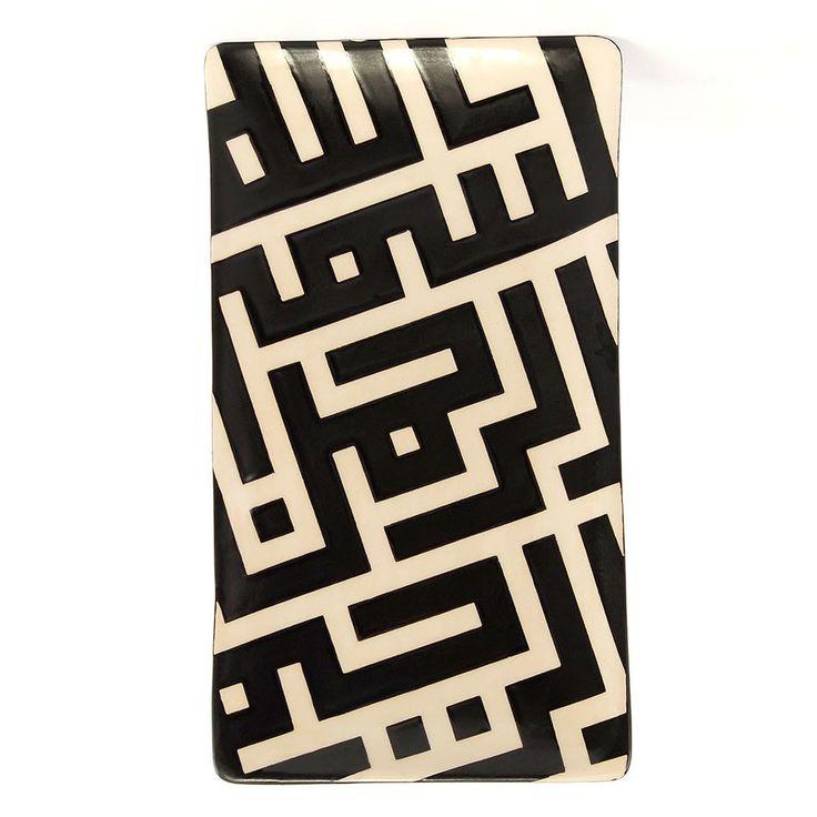 """""""Bismillahirrahmanirrahim"""" yazılı, Nuray Ada tasarımı seramik tabak. Geleneksel hat sanatımızı çağdaş grafik sanatıyla buluşturan büyük usta Emin Barın'ın kendi özgün Kufi kaligrafisiyle... #NurayAda #Seramik #Tasarım #Hediye"""