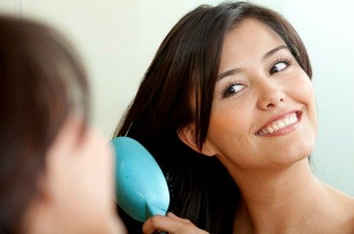髪のもつれ、切れ毛が気になりませんか?マシュマロルートを使った手作りヘアスプレー。マシュマロルート粘質成分が髪を保護して光沢のあるサラサラな髪の毛にしてくれます。毎日使いたいスプレーだから天然成分で作れば安心ですね。香りはお好みでアレンジ可能。