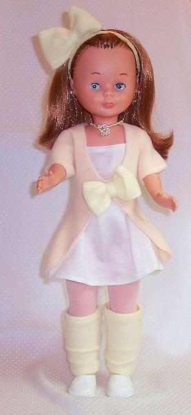 Exposición de muñecas Nancy. Por sus 40 años Madrid . Nancy nació en 1968. Vestido catálogo de 1992