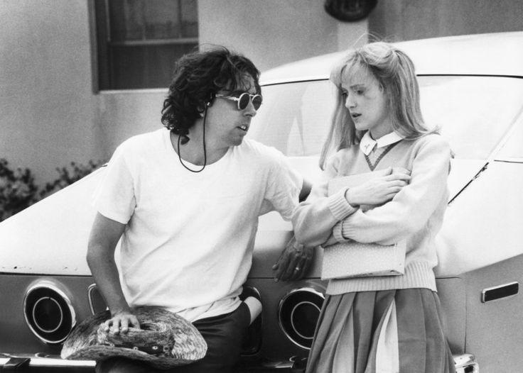 El director Tim Burton y Winona Ryder, Edward Scissorhands.   27 Asombrosas imágenes de tras cámaras en películas de los 90