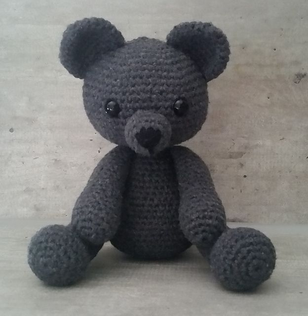 "Bobby the Bear - Free Amigurumi Crochet Pattern - English Version - PDF File click ""download"" here: http://www.ravelry.com/patterns/library/bobby-the-bear"