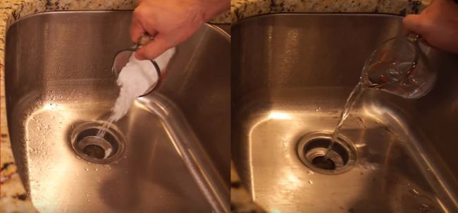 Video: Uvoľnite upchatý odtok pomocou jednoduchého triku