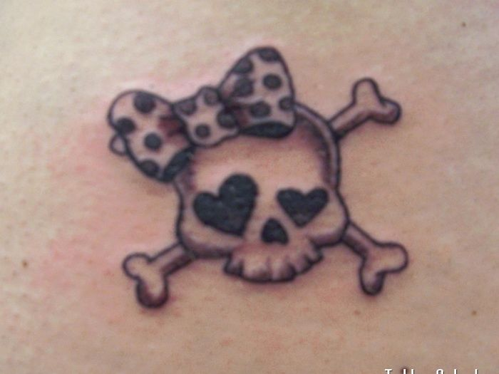 Girly Skull Tattoo Designs with Ribbon
