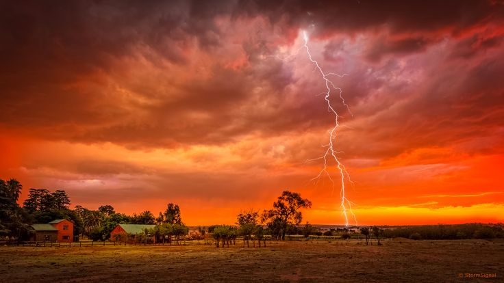 """""""The more brilliant the lightning, the quicker it disappears."""" ~ Avicenna, a Persian polymath. #quote 📷: StormSignal on Flickr"""