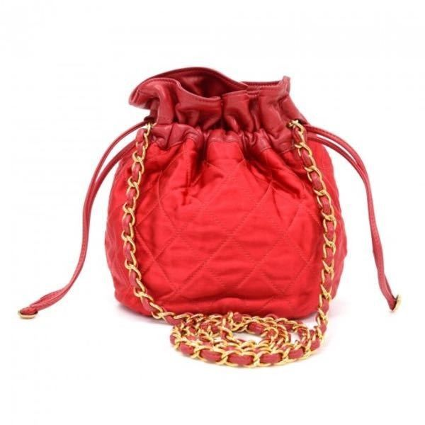 Pre-Owned Vintage Chanel Red Quilted Satin Mini Bucket Shoulder Bag... ($1,199) ❤ liked on Polyvore featuring bags, handbags, shoulder bags, red, shoulder strap bags, mini bucket bags, quilted crossbody, quilted shoulder bag and chanel purse