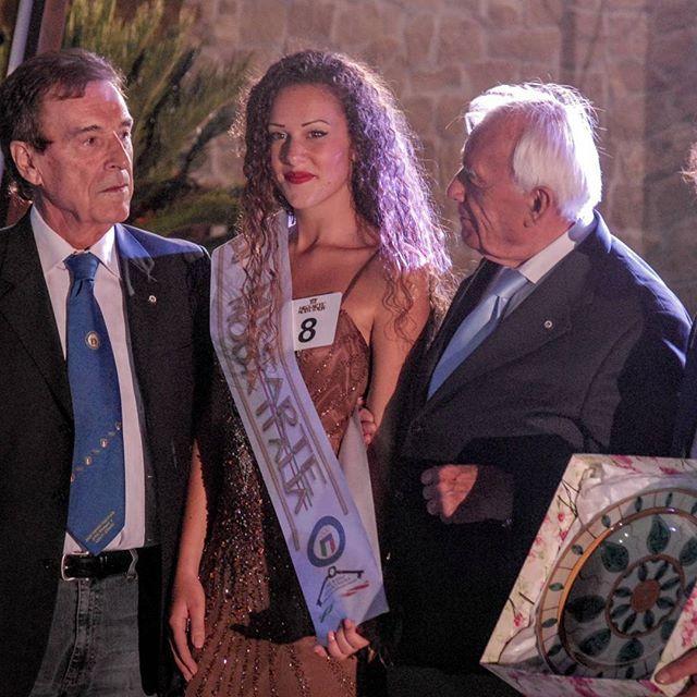 La vincitrice della Fascia Miss Sport ... grande Alessia! Sei stata bravissima!  #instaitaly_photo #instaitalia #instaitaly_photo #instaitaliangirl #madeinitaly #arte #artigianato #artigian #ragazza #style #concorso #miss #fashion #womenfashion #concorso #sport