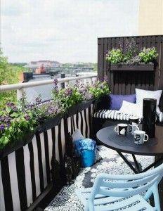 tiny balcony ideas! More on blog!  #balcony #garden #ideas
