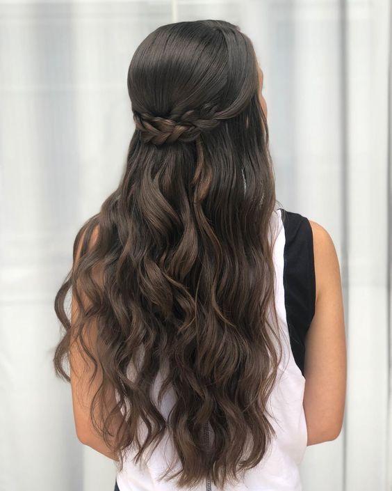 Mais uma inspiração de penteado solto com trança. . #cabelos #cabelo #cabelolindo #lisoo #trancas #beleza #belezadicas #mulher #girl