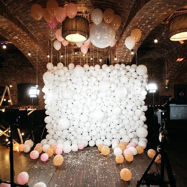 """Liebe zur Hochzeit on Instagram: """"Ballons bei der Hochzeit nutzen? Nicht zum Steigen lassen, sondern für eine unglaublich tolle Fotowand! Einfach e…"""