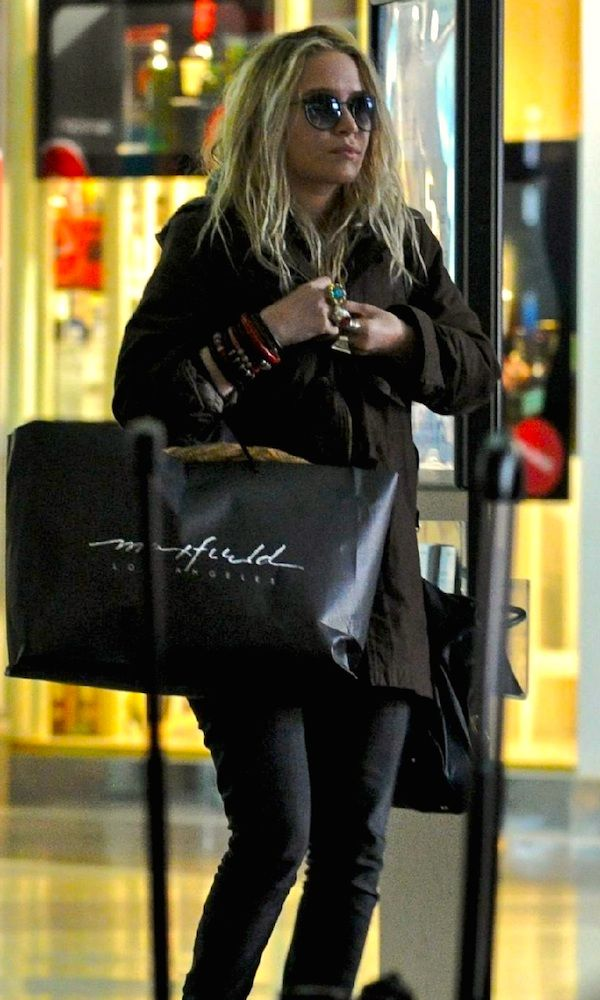 AIRPORT STYLE: MARY-KATE   EDGY CHIC