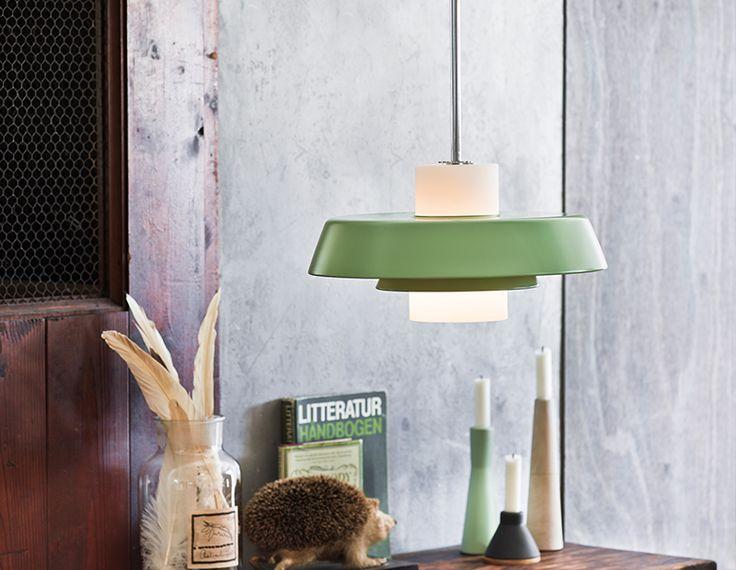 Upea Y1956-sarjan riippuvalaisin tuo tuulahduksen 1950-luvulta sisustukseen.  http://www.valotorni.fi/product/18142/y1956-riippuvalaisin-35cm-e27-vihrea