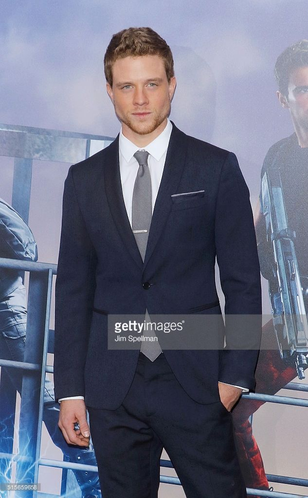 Jonny Weston assiste à la première 'Allegiant' New York à AMC Loews Lincoln Square 13 théâtre le 14 Mars 2016 à New York City.