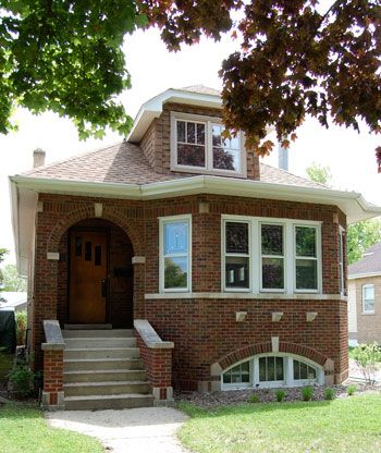 Chicago bungalow many of these in the neighborhood i grew for Bungalow house chicago