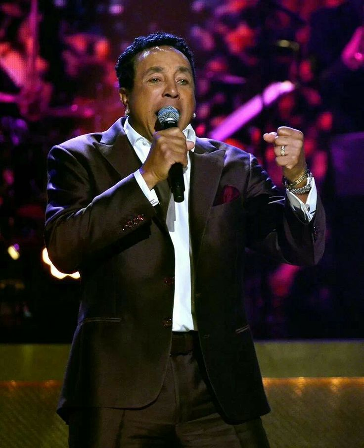 Smokey Robinson sing a tribute to Barry Gordy BET HONORS......THE TRACKS OF MY TEARS