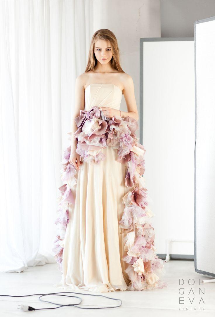 Свадебное платье из шелка, шифона и органзы разных мастей. Wedding dress made of silk, chiffon and organza different colors