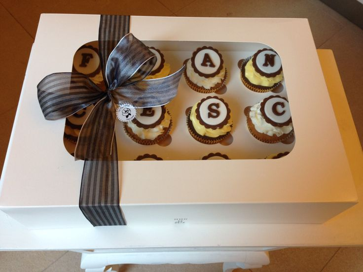 Cupcakes box, ready to delivery...  Yellow & brown. Buon compleanno Francesca!  Happy birthday Francesca