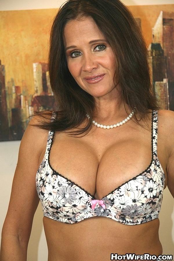 Kareena sexy boobs