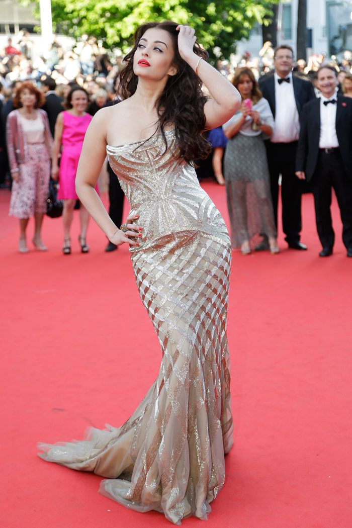Aishwarya Rai Bachchan in a gold Roberto Cavalli gown at the Deux Jours Une Nuit premiere at the Cannes Film Festival. #Style #Bollywood #Fashion #Beauty #Cannes2014